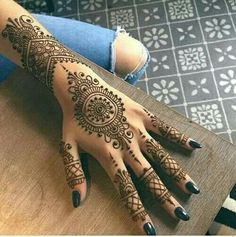 Henna Tattoos Designs & Ideas (Images For Your Inspiration) www.ultraupdate… Henna Tattoos Designs & Ideas (Images For Your. Henna Tattoo Hand, Henna Tattoos, Henna Art, Paisley Tattoos, Mandala Tattoo, Henna Mandala, Tattoo Hip, Tree Tattoos, Tattoo 2017