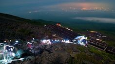 Trilha Yoshida, para o Monte Fuji, no Japão. Embora seja um sítio natural, os japoneses consideram-no como uma montanha sagrada, juntamente com o Monte Tate e Monte Haku.  Fotografia: http://adventure.nationalgeographic.com/