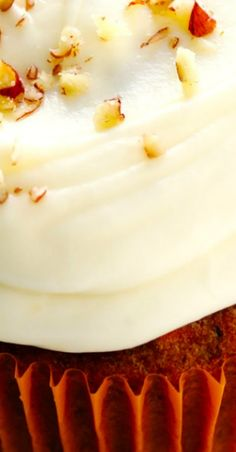 The carrot cake cupcakes recipe of your DREAMS -- easy, flavorful, moist, and topped with the most heavenly cream cheese frosting! Best Dessert Recipes, Cupcake Recipes, Fun Desserts, Delicious Recipes, Holiday Recipes, Easy Recipes, Vegetarian Recipes, Yummy Food, Carrot Cake Cupcakes