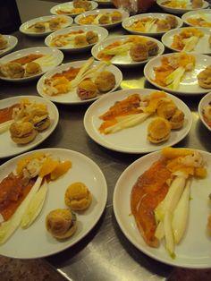 Antipasti per un buon anno : bignè alle due creme e filetto di salmone marinato alla vaniglia con arancia, indivia belga e litchi