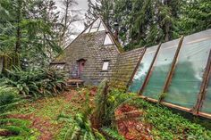 Pyramid-shaped '70s cabin offers funky retreat for $400K http://www.curbed.com/2016/12/15/13968242/cabin-woods-for-sale-washington