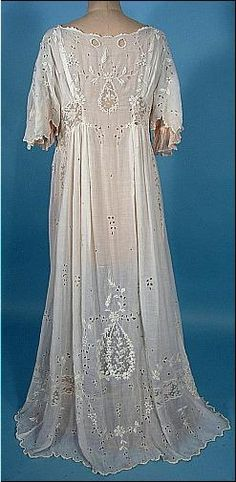 c. 1910 Dressing Gown of White Batiste Cotton with Embroidery and and Rare Blush Pink Silk Chiffon Lining. Back
