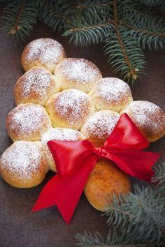 Dolce di Natale: Albero di panini dolci con le mele