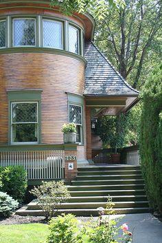 Just beautiful!    Walter Gale House. Oak Park, Illinois. 1893. Early Frank Lloyd Wright