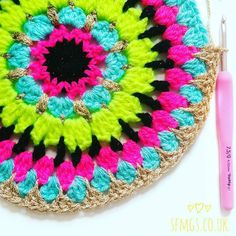 Good morning!  So since I posted the big list of all my #mondaymandala patterns so far a couple of weeks ago... I've seen so many old favourites being made! Truly blows my mind every time  so as there is a tonne of behind the scenes crochet going on today I thought revisiting this yummy bright Confetti Merry-go-round mandala from summertime for this week's mandala fix was the perfect way to brighten up a grey rainy January morning  Be sure to pop over to the gorgeous @thedorsetfinca's feed…