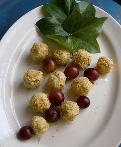 COCINA CON VISTAS: Uvas envueltas en queso azul y nueces