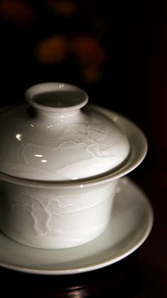 Amazing Tree Gaiwan.  If I were a gaiwan, I would probably be this.  From Yi Yan Cha Tang:  堆雕影青 景德镇真如堂全手制堆雕影青疏木图盖碗-淘宝网