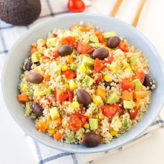 Discover recipes, home ideas, style inspiration and other ideas to try. What Is Quinoa, How To Cook Quinoa, Quick Salad Recipes, Healthy Recipes, Healthy Food, Quinoa Side Dish, Quinoa Salat, Quinoa Bowl, Quinoa Benefits
