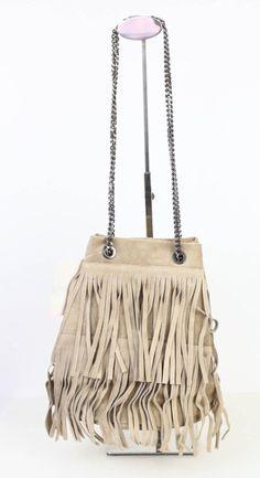 54353d66e1 Modèle Natalia, sac bourse beige sable en cuir suédé, bandoulière en chaîne  métallique, fabrication italienne