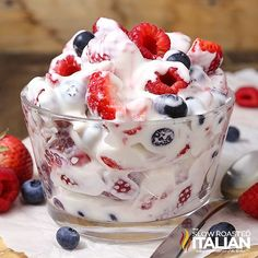 Summer Berry Cheesecake Salad--Part of The Best Cheesecake Salad Recipes Summer Berry Cheesecake Salad Recipe, Best Cheesecake, Fruit Salad Recipes, Summer Cheesecake, Cheesecake Fruit Salad, Creamy Fruit Salads, Banana Cheesecake, Cheesecake Pudding, Fruit Salsa