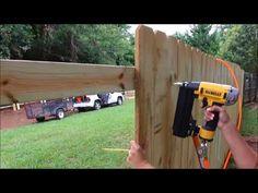 Diy Backyard Fence, Diy Fence, Fence Gate, Backyard Landscaping, Backyard Ideas, Fence Ideas, Pallet Fence, Fence Options, Sloped Backyard