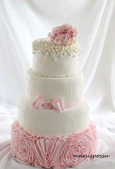 Marsispossu: Helmikirjailtu hääkakku, Wedding cake