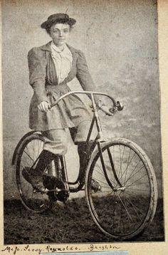 a74c7-brighton_lady_cyclist.jpg (850×1291)