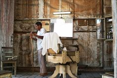 """Century Barber"" www.gastonbduarte.net #art #photography #cuba #century #barber"