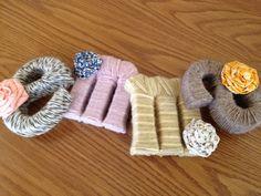 Letters omwikkelt met wol. Leuk idee om zelf te maken diy  #letterkennis #letters