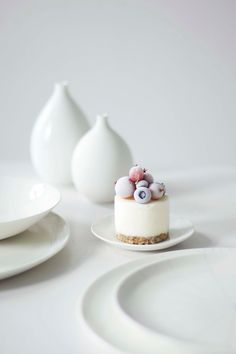 A tiny cake that's filled with frozen yogurt (!) — and couldn't look sweeter.