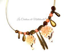 """Collier jonc rigide bronze hippie chic """" Poudre de rose """" fleurs résine rose poudré , longues plumes, gouttes,perles : Collier par les-creations-de-melletincelle"""