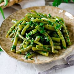At about carbs per cup, green beans are not the keto-friendliest of all veggies. Side Dish Recipes, Veggie Recipes, Keto Recipes, Healthy Recipes, Bruschetta, Ketogenic Diet Resource, Grilling Sides, Curry, Cold Appetizers