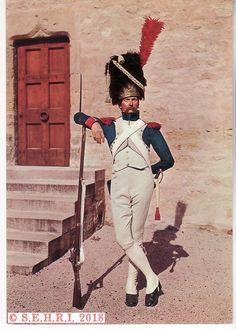 Grenadier à pied de la Garde - Musée de l'Empéri French Army, Napoleonic Wars, American Revolution, World History, Military Coats, Empire, Spanish, Guns, Pictures