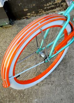 I am loving the colors orange and teal right now! I so want a beach bike like that!