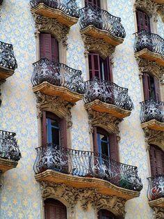 Barcelona via perfectthewayyouarerightnow / Tumblr- STUNNING ARCHITECTURE!