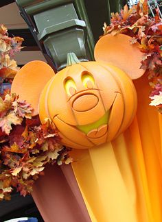If you have a ticket to Mickey's Not So Scary Halloween Party do you have to buy I ticket to get in Magic Kingdom too? Click to read the answer! #disneydining