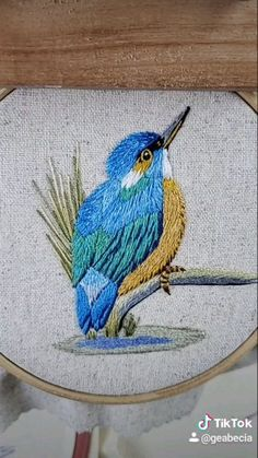 Hand Embroidery Patterns Free, Hand Embroidery Videos, Embroidery Stitches Tutorial, Embroidery Flowers Pattern, Creative Embroidery, Hand Embroidery Designs, Cross Stitch Embroidery, Cushion Embroidery, Embroidered Bird