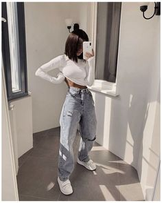 Baggy Pants Outfit, Ripped Jeans Outfit, Jeans Outfit Winter, Baggy Clothes, Crop Top Outfits, Cute Casual Outfits, Stylish Outfits, Look Fashion, Fashion Outfits