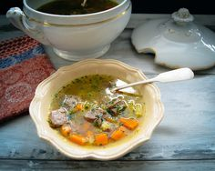 Rindfleischsuppe mit Nudeleinlage Ramen, Ethnic Recipes, Food, Wedding Soup, Ribs, Stew, Easy Meals, Food Food, Parsley