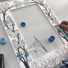 "Lalenaz Çini Ve Seramik on Instagram: ""Bu ayna modelim de Kedi severler için gelsin 😻❤️ #çini #modernçini #çiniayna #kedi #catlove #instaart #artoftheday #art #tasarım #nazarağacı"" Black And White Vase, White Clay, Diy Gifts To Make, Easy Diy Gifts, Pottery Painting, Diy Painting, Ceramic Poppies, Tile Art, Tiles"