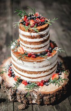 There's so much talk about dressing up your wedding cake with the frosting type, the color, the design, the pattern.  Well, the latest wedding cake trend is definitely UNdressed!  Naked cakes - no frosting whatsoever - are gaining popularity with all brides for weddings rustic to elegant.  Eve