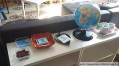 Montessori shelf for World Water Day / Montessori polc a Víz Világnapjára    Printable: https://sites.google.com/site/thehelpfulgardendownloads/geography-downloads-1/land-water-forms    http://pszichologusnagycsaladja.blog.hu/2017/03/22/jatekotletek_a_viz_vilagnapjara