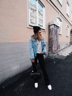 Contact: bianca.blogg@gmail.comINSTAGRAM: BIANCAGONZALEZ Chic Outfits, Fall Outfits, Fashion Outfits, Fashion 2020, Teen Fashion, Black Bootcut Jeans, Easy Clothing, Jeans Outfit Winter, Urban Fashion