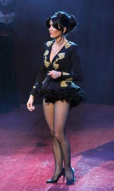 Beautiful Legs, Gorgeous Women, Anne Hathaway Legs, Mini Robes, Pantyhose Legs, Nylons, Black Stockings, Tights Outfit, Celebs