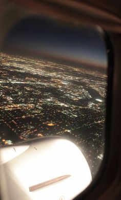 Airplane Photography, Travel Photography, Airplane Window View, Artistic Fashion Photography, Private Plane, Night Aesthetic, Pretty Photos, Vacation Spots, Travel Pictures