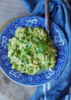 Eggesalat-med-avokado---Sukkerfri-Hverdag Guacamole, Nom Nom, Bacon, Food Porn, Food And Drink, Low Carb, Healthy Recipes, Healthy Food, Lunch