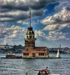KIZ KULESİ....İSTANBUL Turkey Tourism, Turkey Travel, Wonderful Places, Beautiful Places, Turkish Architecture, Istanbul City, Shadow Pictures, Hagia Sophia, Wanderlust