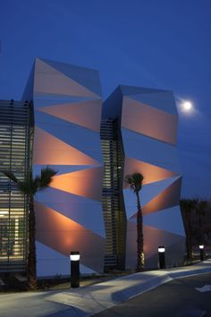 Amazing Modern Building Facade The facades of the buildings are the face of the city. The facade is very im… Origami Architecture, Concept Architecture, Futuristic Architecture, Facade Architecture, Landscape Architecture, Facade Design, Exterior Design, Stone Patio Designs, Patio Plans