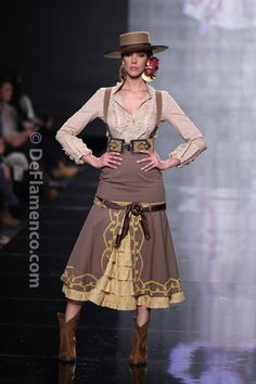 Fotografías Moda Flamenca - Simof 2014 - Margarita Freire 'Mis amores' Simof 2014 - Foto 03 Moda Fashion, Womens Fashion, Flamenco Costume, Spanish Dress, Mexican Fashion, 2014 Fashion Trends, Tango Dress, Playing Dress Up, Couture Fashion