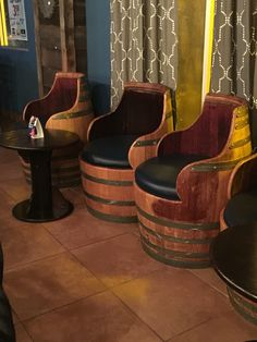 Love this idea wine barrel chairs great for outdoor backyard wine nights Wine Barrel Sink, Wine Barrel Chairs, Whiskey Barrel Furniture, Woodworking Furniture Plans, Woodworking Projects Diy, Rustic Furniture, Furniture Design, Barrel Fountain, Pub Decor