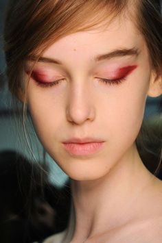 Who says eyeliner has to be black. This dusty pink hue is just magical.
