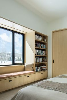 Fensterplatz mit Bücherregal Window seat with bookshelf - - # Window seat Home Room Design, Home Interior Design, Interior Architecture, House Design, Interior Plants, Bedroom Storage Ideas For Clothes, Bedroom Storage For Small Rooms, Small Room Design Bedroom, House Rooms