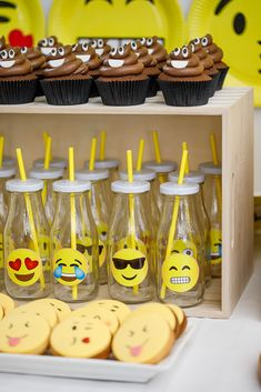 For their birthday, we decided to throw a big Emoji birthday party for the twins. It's such a fun theme for a kids party. Party Emoji, Emoji Decorations, Birthday Party Decorations, Girls Birthday Party Themes, Birthday Ideas, Emoji Cake, Cupcake Emoji, 10th Birthday Parties, 8th Birthday