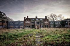 Houghton grange is a pultry research centre.opened in 1949 for testing on chickens and other poultry.and after looking around this place God knows wha Derelict House, Derelict Places, Abandoned Places, Filming Locations, More Photos, England, Mansions, Country, House Styles