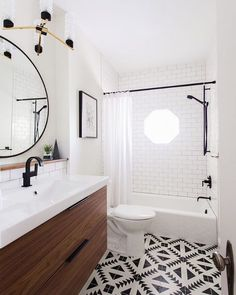 "Reichel Broussard on Instagram: ""Let's focus on bathroom design shall we? This modern classic bath by @sterinwilliamson is the epitome of everything on trend right now  Love it. Who wants to see us recreate it for less? Like it to vote! #roomredo #copycatchic #bathroom #bathroominspo #bathroomdesign"""