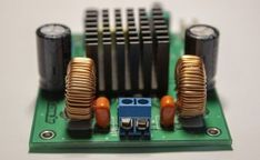 That charger based on the integrated circuit regulator of adjustable tension, supplies up to 5 amperes to carry a potency battery in parallel with the regulator. Class D Amplifier, Stereo Amplifier, Fm Radio Receiver, Simple Circuit, Electrolytic Capacitor, Power Wire, Printed Circuit Board, Charger, Boxes