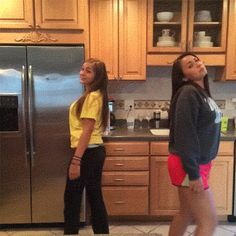 (hilarious)The mom who ruins, er, absolutely makes, her daughters' dance video. Really Funny, Funny Cute, The Funny, Hilarious, Funny Gifs, Super Funny, Lol, Beste Gif, Me As A Parent