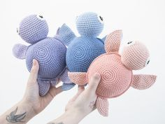 DIY free crochet turtle pattern by Søstrene Grene Crochet Diy, Crochet Easter, Diy Crochet Patterns, Crochet Amigurumi, Baby Knitting Patterns, Crochet Crafts, Crochet Ideas, Crocheted Toys, Amigurumi Tutorial