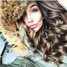 Lush silky full hair for the winter Fur Fashion, Winter Fashion, Fur Jacket, Fur Coat, Russian Beauty, Full Hair, Fur Collars, Sexy Hot Girls, Long Hair Styles