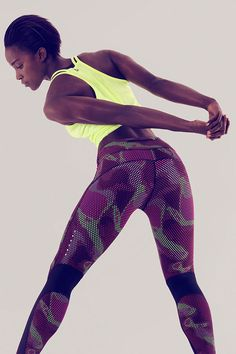 Run down any distance. Whether it's your short run or long run, get the snug fit you need to take you to the finish line. The Nike Epic Lux Printed Tight.